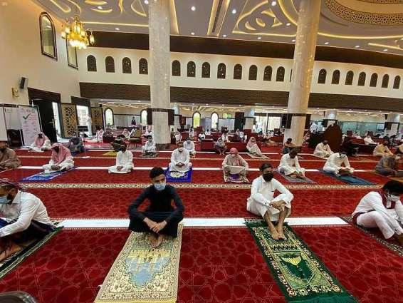 جوامع ومساجد صبيا تستقبل المصلين لصلاة الجمعة ... وتنمية القفل تشارك في تنظيم المصلين بصامطة