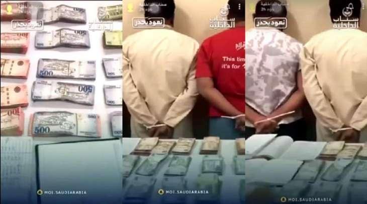 القبض علي 4 وافدین بنغالیین بتھمة جمع الأموال بطریقة غیر مشروعة و محاولة تھریبھا الي خارج السعودیة