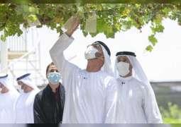 محمد بن زايد يزور عددا من المزارع النموذجية للمواطنين في أبوظبي