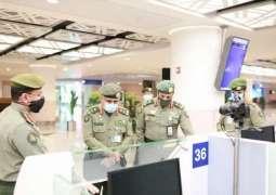 مدير عام الجوازات يتفقد صالات الجوازات بمطار الملك عبدالعزيز الدولي ( الجديد)  بجدة