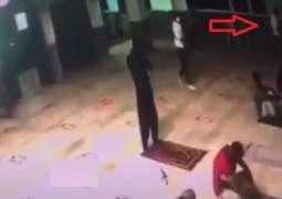 وفاة ضابط اثناء أدائہ صلاة العشاء داخل المسجد في مصر