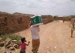 مركز الملك سلمان للإغاثة يوزع أكثر من 37 طنًا من السلال الغذائية في مديرية قلنسية بمحافظة سقطرى
