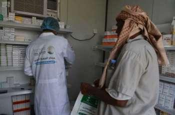 العيادات الطبية المتنقلة لمركز الملك سلمان للإغاثة في مديرية عبس بمحافظة حجة تواصل تقديم خدماتها العلاجية
