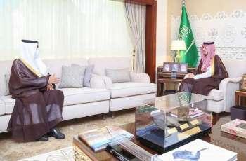 سمو الأمير أحمد بن فهد يلتقي أمين عام جمعية البر بالشرقية