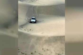 فريق المركز الوطني للبحث والإنقاذ يتمكن من العثور على مفقود إماراتي في صحراء منطقة الفاية