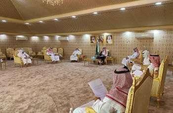 محافظ العديد بالمنطقة الشرقية يرأس اجتماع المجلس المحلي الثالث