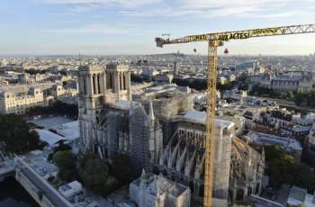 Greenpeace Activists Hang Climate Change Banner Over Notre Dame to Protest Gov't Inaction