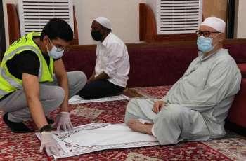 فرق تطوعية تشارك في تنظيم المصلين لصلاة الجمعة بالأحساء