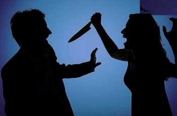 القبض علي زوجة مصریة تقتل زوجھا طعنا بسلاح أبیض