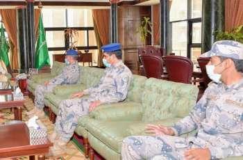 سمو أمير تبوك يكرم عدداً من أفراد حرس الحدود بالمنطقة