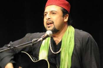 "Singer Salman Ahmad receives criticism for sharing ""bad"" picture of Bilawal Bhutto"