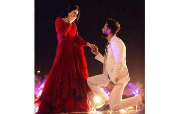 Actress Sarah Khan announces engagement with Falak Shabir