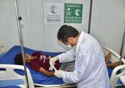 العيادات الطبية المتنقلة لمركز الملك سلمان للإغاثة في مديرية عبس بحجة تواصل تقديم خدماتها العلاجية