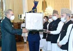Hurriyat leaders receive 'Nishan-e-Pakistan' on behalf of Syed Ali Gillani
