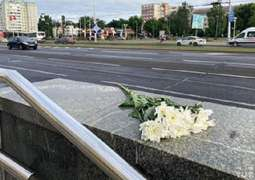 Minsk Residents Bringing Flowers to Spontaneous Memorial of Protester Killed in Protests