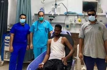 حرس الحدود بمنطقة المدينة المنورة ينقذ مقيماً سودانياً من الغرق بشرم ينبع