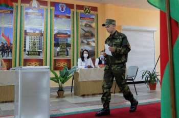 Activists Report Observer Detentions at Belarusian Presidential Election's Early Voting