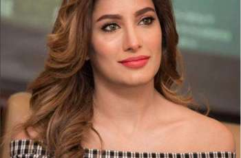 Mehwish Hayat asks friends, fans to report 'fake TikTok account'