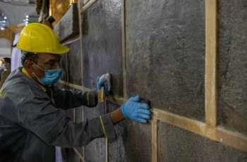 الإدارة العامة للتشغيل والصيانة بشؤون الحرمين تنهي أعمال الصيانة الدورية للكعبة المشرفة