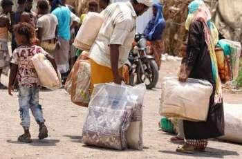 مركز الملك سلمان للإغاثة يوزع مساعدات إيوائية للمتضررين من السيول في مخيمات النازحين بالحديدة