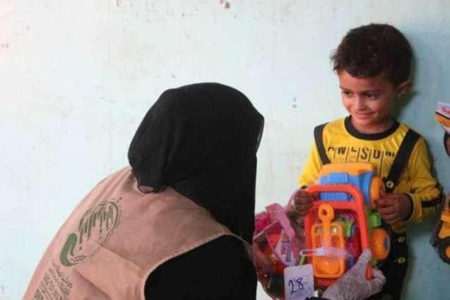 مركز الملك سلمان للإغاثة ينفذ أنشطة ترفيهية وتوزيع هدايا العيد للأطفال الأيتام في اليمن