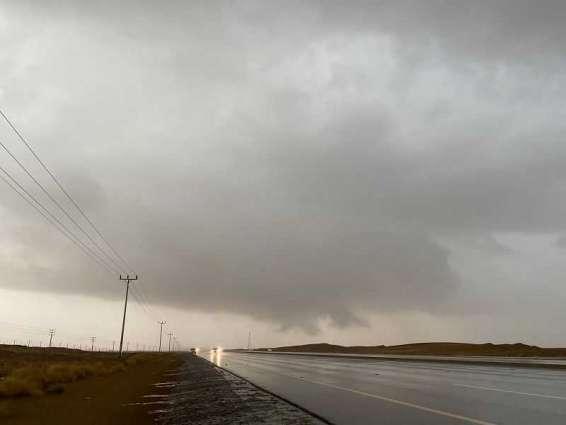أمطار متفاوتة الغزارة على محافظة الليث