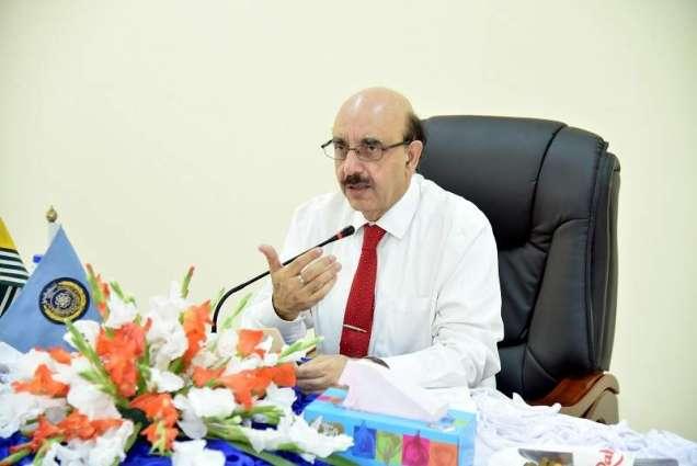 AJK President pledges to transform UAJK centre for new technologies