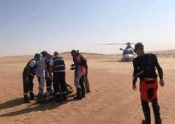 """إنقاذ وإخلاء طبي لبريطاني في صحراء """"مرغم"""" بدبي"""