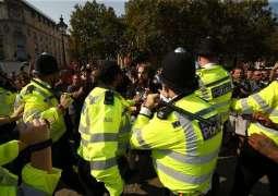 London Police Order Anti-Lockdown Protesters to Disperse From Trafalgar Square