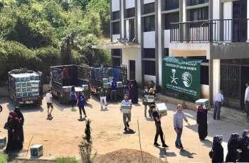مركز الملك سلمان للإغاثة يوزع أكثر من 128 طنًا من السلال الغذائية للأسر الأكثر احتياجًا في لبنان