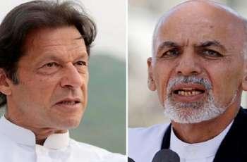 رئیس وزراء باکستان عمران خان یجری اتصالا ھاتفیا مع الرئیس الأفغاني