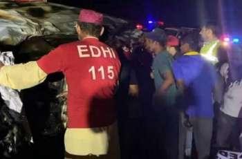 مقتل 13 شخصا اثر حادثة المرور في مدینة حیدرآباد باقلیم السندہ