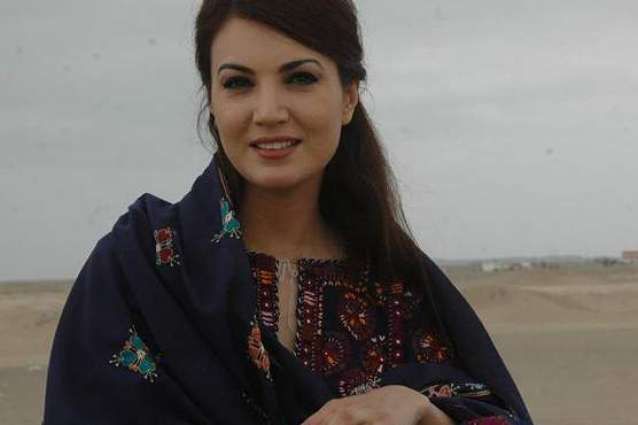 Reham Khan criticizes Fayyazul Hassan Chohan for having rifle on his right side