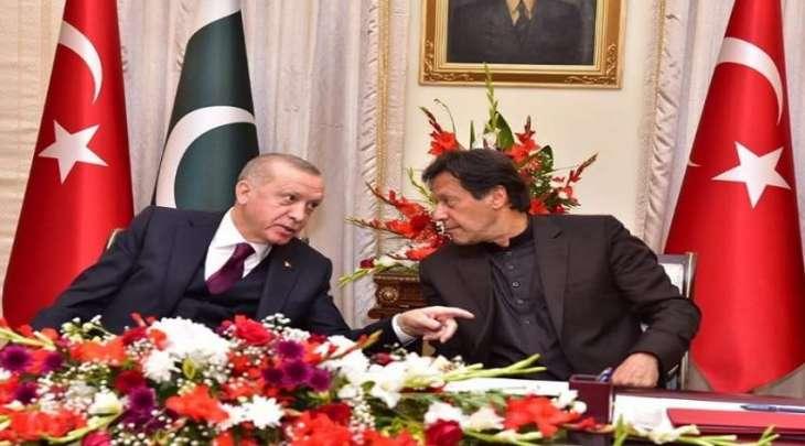 رئیس وزراء باکستان عمران خان یشید بموقف الرئیس الترکي الداعمة لقضیة کشمیر المحتلة