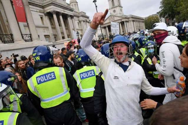 Protesters, Officers Injured in London as Police Responds to Mass Anti-Lockdown Protest