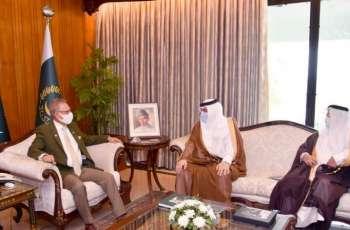 رئیس باکستان یستقبل سفیر السعودیة لدی اسلام آباد و مدیر الجامعة الاسلامیة العالمیة باسلام آباد