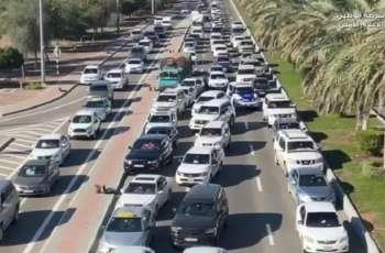 شرطة أبوظبي: إفساح الطريق لمركبات الطوارئ يضمن الاستجابة السريعة للحوادث