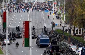 Belarusian Opposition Marching Along Minsk's Central Avenue