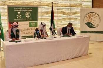 مركز الملك سلمان للإغاثة يسلم آليات الدفاع المدني المقدمة من المملكة للحكومة الفلسطينية