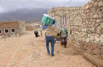 مركز الملك سلمان للإغاثة يوزع أكثر من 62 طنًا من السلال الغذائية في أرخبيل سقطرى