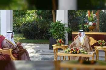 ملك البحرين يبحث مع الحجرف الموضوعات ذات الصلة بالشأن الخليجي