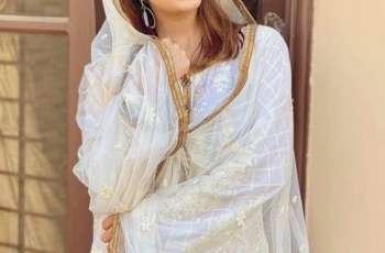 Mehwish Hayat recites Naat  Sharif on eve of Eid-e-Milad