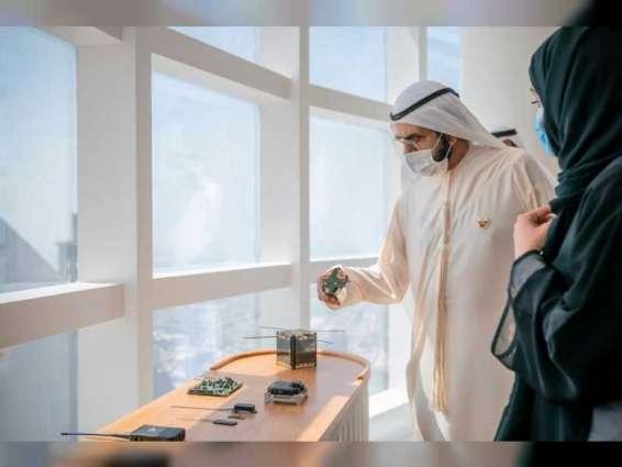 """محمد بن راشد يستقبل فريق شركة """"مارشال إنتك"""" الإماراتية الذي يستعد لإطلاق القمر الاصطناعي """"غالب"""""""