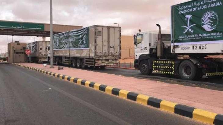عبور 145 شاحنة إغاثية مقدمة من مركز الملك سلمان للإغاثة منفذ الوديعة متوجهة لعدة محافظات في اليمن