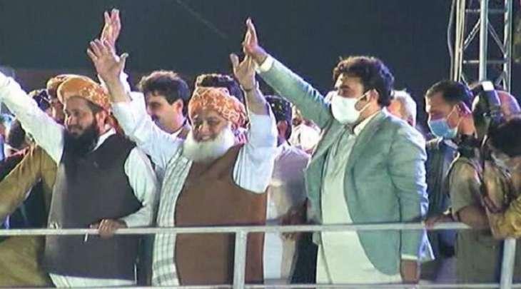 احتجاجات ضد حکومة عمران خان فی مدینة کراتشي