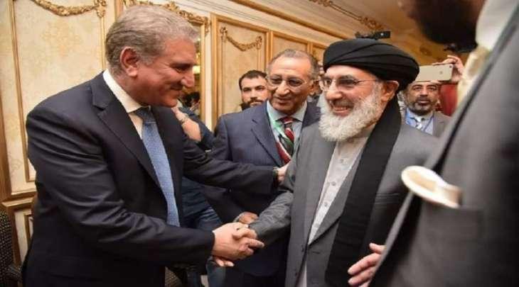 وزیر خارجیة باکستان شاہ محمود قریشي یستقبل زعیم الحزب الاسلامي الأفغاني غلبدین حکمتیار