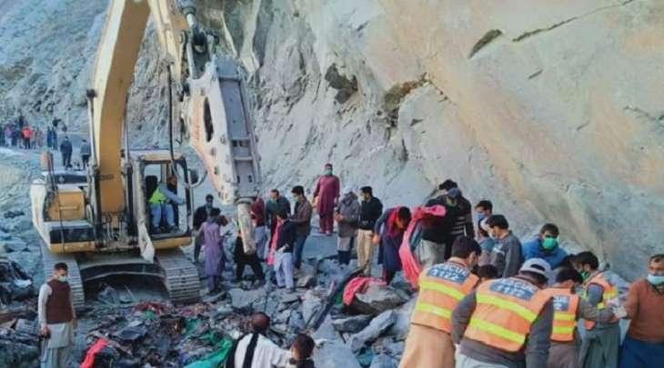 مقتل 14 شخصا اثر انزلاق تربة علی حافلة النقل في منطقة سکاردو بباکستان