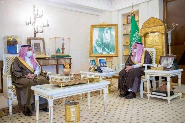 سمو أمير القصيم يلتقي مدير وحدة حقوق الإنسان بالإمارة
