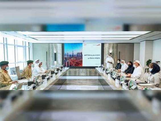طرق وشرطة دبي تعززان التعاون لرفع مستوى سلامة مستخدمي مسارات الدراجات الهوائية والسكوتر