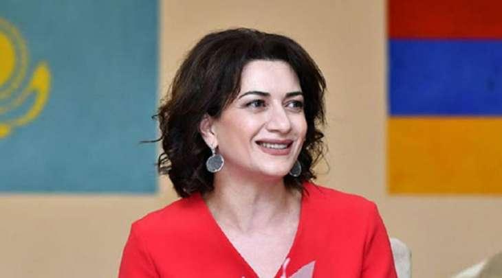 زوجة رئیس وزراء أرمینیا تعلن مشارکتھا بنفسھا في حمایة حدود بلادھا